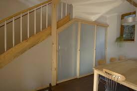 Unter der kellertreppe versperrte gerümpel den weg: Schreiner Aus Sulzbach Baut Begehbaren Kleiderschrank Unter Die Treppe