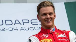 Michael schumacher was born on 11/03/1975 and is 45 years old. Mick Schumacher Sein Grosser Tag Ist Da Sport Sz De