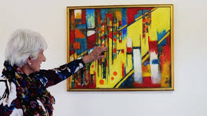 Trudy Smith with her artwork - ABC News (Australian Broadcasting  Corporation)