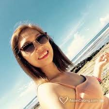 Japanese model escort travelling
