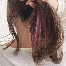 トレンドは暗めピンクアッシュ色落ちまで楽しめる乙女カラー