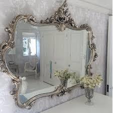 Miss Lala's Silver Looking Glass by The French Bedroom Company Deze sleutel  heeft een Frans design en extravagante rococo versieringen.