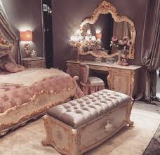 Glamorous old Hollywood bedroom