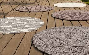 inexpensive round outdoor rugs