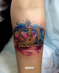 фото татуировки корона в стиле акварель татуировки на предплечье