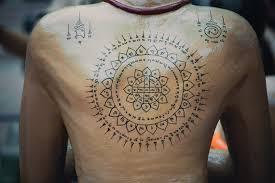 I Tatuaggi Thailandesi Sak Yant I Segni Più Famosi E I Loro