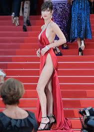 Bella Hadid presenting herself nearly naked gentlemanboners