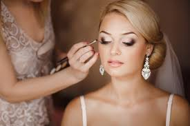 10 crucial do s and don ts for your wedding day makeup