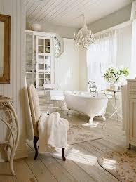 Weiß Clawfoot Badewanne Bad Unter Kristall Kronleuchter