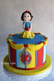 Snow White Birthday Cake Snow White Cake For A Disney Themed 30th