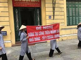 Image result for Nữ tu Dòng Phaolô Hà Nội tuần hành đòi cơ sở