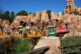 25 disneyland rides that you need to go