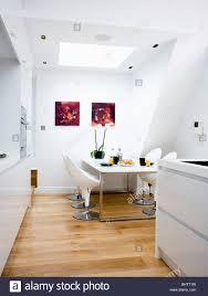 Weiße Stühle Und Tisch Im Weißen Loft Umbau Küche Esszimmer