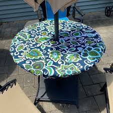 round fitted tablecloth with 2 umbrella