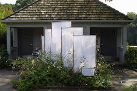 a simple garden screen idea