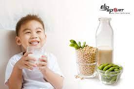 Trẻ em nên uống sữa đậu nành khi nào? Lưu ý khi uống sữa
