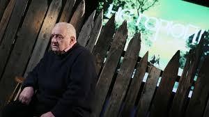 Резо габриадзе родился в 1936 году в кутаиси. Kc4eabdx8yfuem