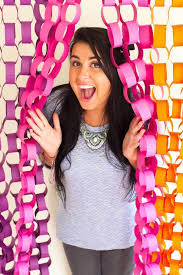 paper chain backdrop diy photo booth ideas for your next shindig photo booth ideas