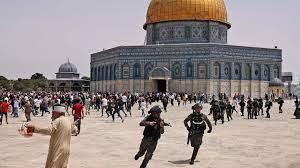 القدس الشرقية: تجدد المواجهات بين الشرطة الإسرائيلية والفلسطينيين في باحة المسجد  الأقصى
