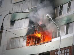 Пожарная безопасность ОБЖ Основы безопасности жизнедеятельности Большинство пожаров происходит в жилых домах Причины их практически всегда одинаковы обветшавшие коммуникации неисправная электропроводка