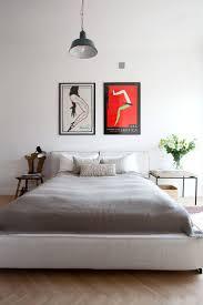 Apartamento de um quarto com linda parede de tijolinhos. Minimalist Home  DesignMinimalist ApartmentMinimalist BedroomBedroom ...