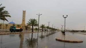 أمطار غزيرة على الأفلاج والبرق يضيء سماء المحافظة