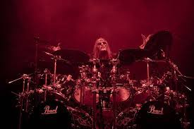 Jordison formed the metal band in his native state of iowa in 1995 with bassist paul gray and. E9p5xyyjo6gedm