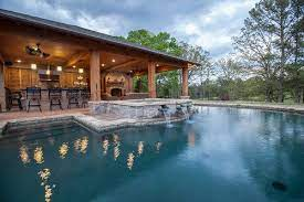 Swimming Pool With Outdoor Kitchen Plans Backyard Landscaping Ideas Swimming Pool Design Swimming Pools Pool Houses Swimming Pool Designs Backyard Pool