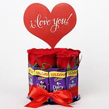 Valentines Day Ideas For Girlfriend Red Roses In Glass Vase Dairy Milk Arrangement