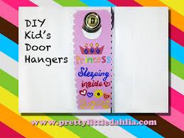 Pretty Little Dahlia: Kid's Door Hangers- DIY
