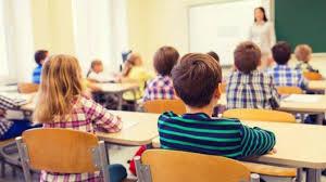 Proiect depus la Parlament: Calificativele eliminate la clasele I și a II-a. Note de la 1 la 10 pentru elevii din clasele III-IV - SparkNews.ro