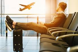 10 best travel outfit ideas for men