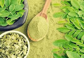 Moringa Comparison Chart Top Green Superfoods Spirulina Vs Moringa Green Living Zone