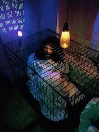 33 Insanely Smart Eerie Haunted House Ideas for Halloween - Homesthetics -  Inspiring ideas for your home.