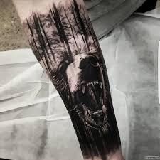 лес с медведем тату на предплечье у парня добавлено администратор