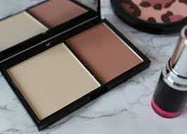 next is the freedom makeup london pro contour in fair your get two shades a darker one for highlighting and a pale shade for highlighting