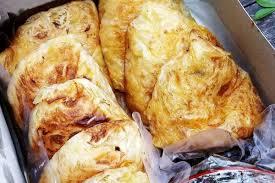Martabak merupakan salah satu makanan atau bisa juga sebagai camilan. Resep Martabak Mie Telur Khas Madura Yang Gurihnya Melekat Di Lidah