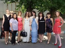 Я на вручение диплома в джинсах ходила хотя остальные в платья в  Платья для церемонии вручения дипломов Платья для вручения дипломов Д