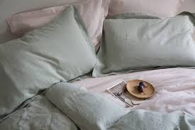 this natural eco friendly fibre is 2 3 times stronger than cotton and highly absorbent wicking away and evaporating moisture with ease this makes linen a