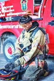 """สดุดี """"น้องพอส"""" วีรบุรุษอาสาสมัครดับเพลิงโรงงานกิ่งแก้ว สวดอภิธรรมวันนี้"""