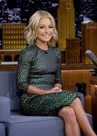Kelly Ripa delights with pool surprise ...