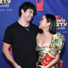 Me trying to understand noah centineo pca speech pic.twitter.com/jqmqfntgbj. Noah Centineo And Lana Condor S To All The Boys Kiss Is Now An Mtv Movie And Tv Award Winner Teen Vogue