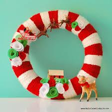 DIY Retro Christmas Yarn Wreath