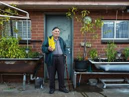 It's beautifully ugly': Warren Kirk is preserving Australian suburbia, one  photo at a time - ABC News