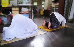 Image result for muslimah solat di rumah
