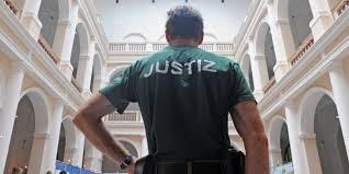 Bei den todesopfern der messerattacke von würzburg handelt es sich laut unterfrankens polizeipräsident gerhard kallert um drei frauen. Messerattacke In Dresdner Gericht Mord Mit Islamfeindlichem Hintergrund Taz De