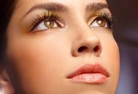 woman in earth tone makeup