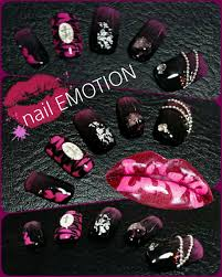 ネイルチップ 黒ピンク ゴシック Emotionail