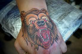 татуировка на кисти у парня медведь фото рисунки эскизы