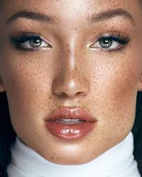 glossy lips summer makeup